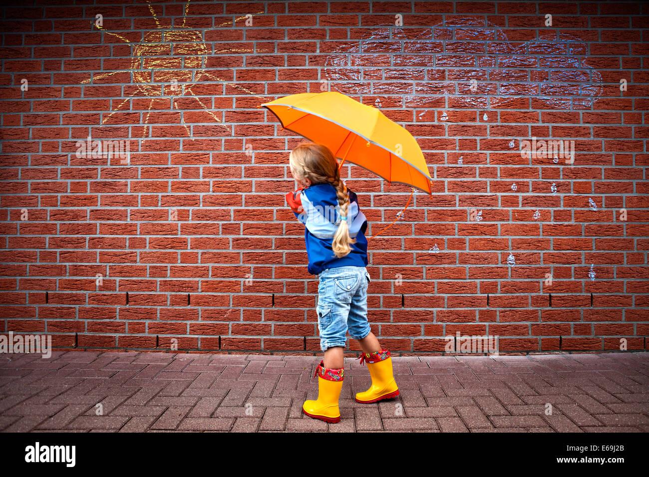 Ragazza,meteo,protezione dalla pioggia Immagini Stock