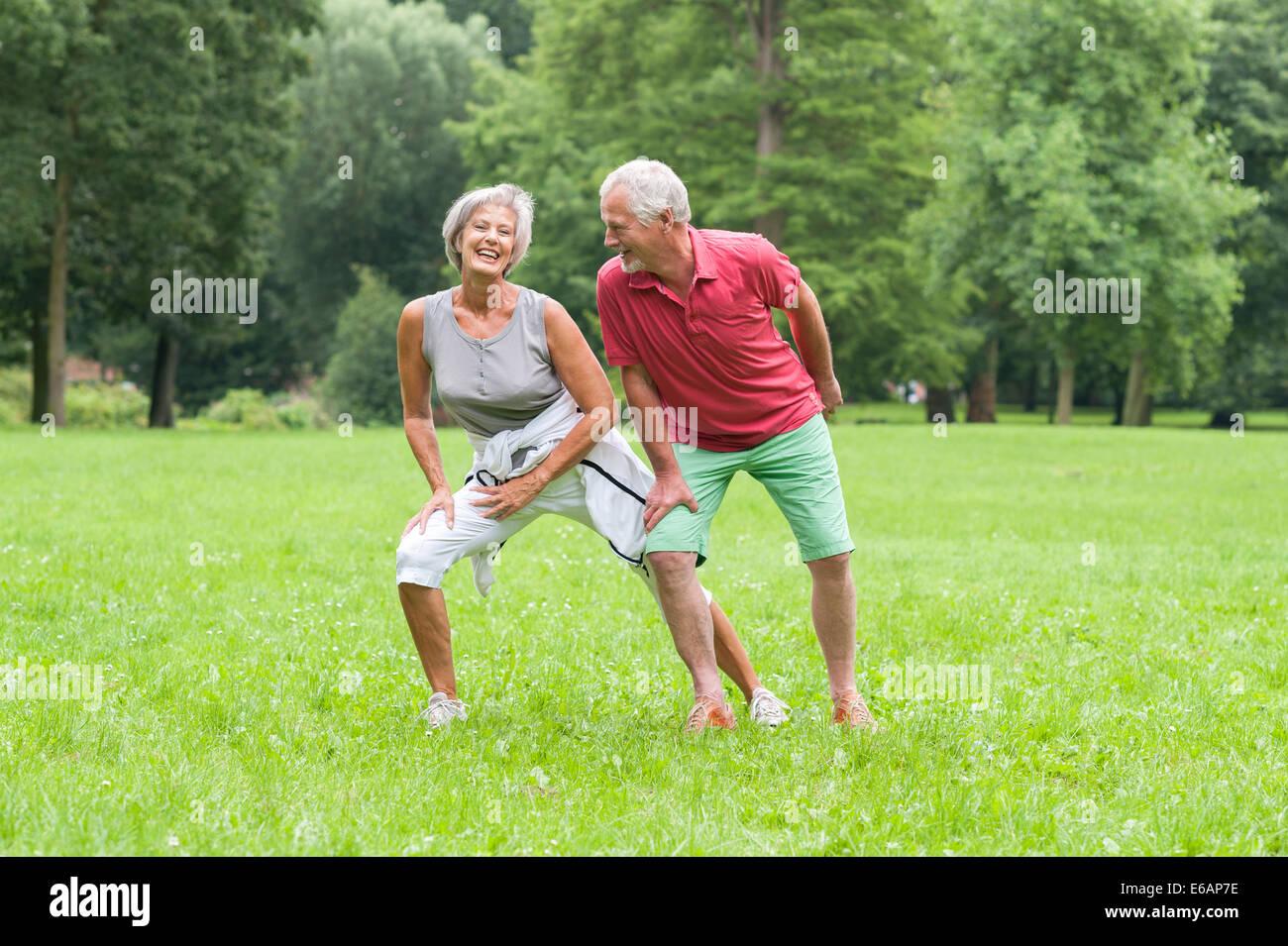 Active seniors,stretching Immagini Stock