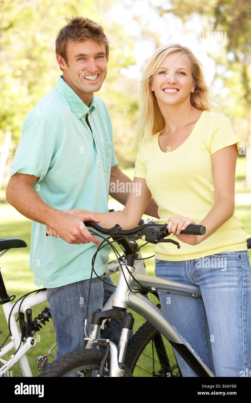 Giovane,ciclisti,tour in bicicletta Foto Stock