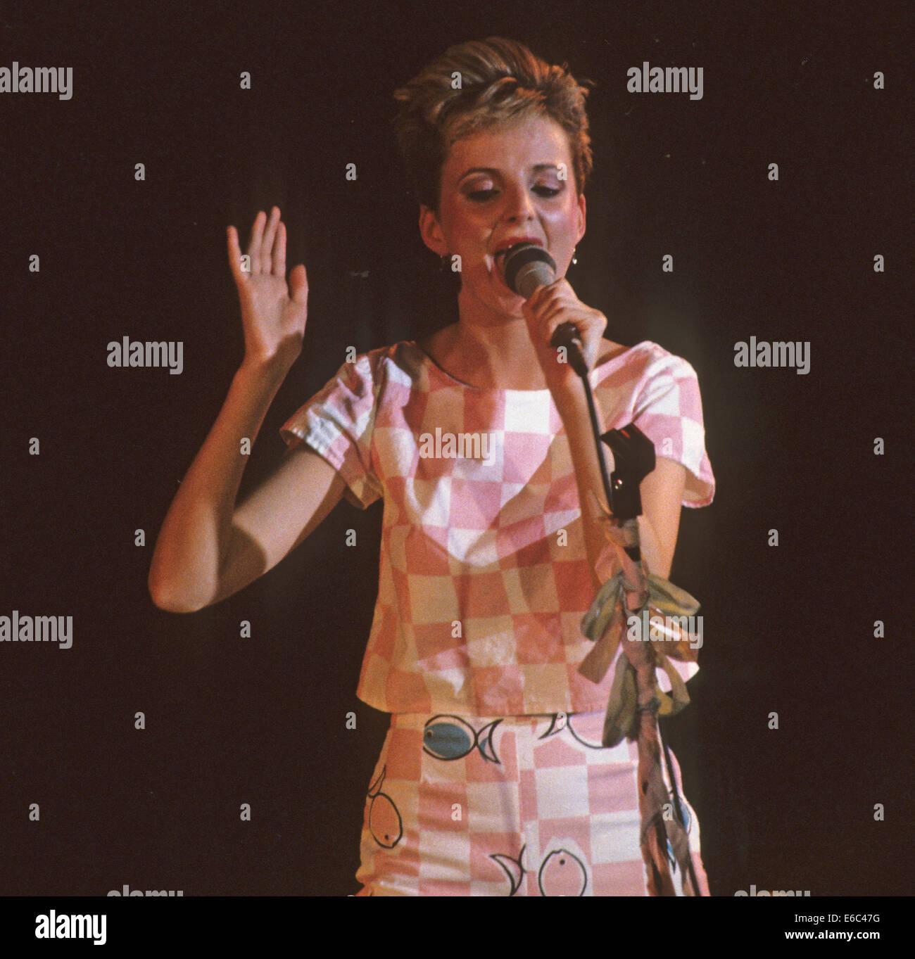 Le immagini modificate il gruppo britannico con Claire Grogan nel 1982 Immagini Stock
