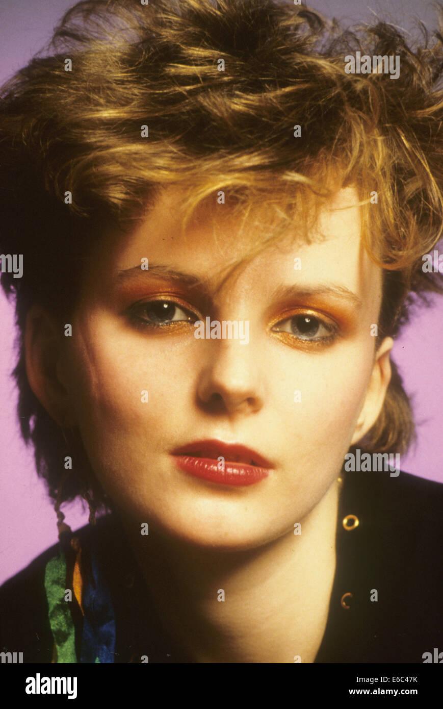 Le immagini modificate foto promozionale della cantante Claire Grogan circa 1982 Immagini Stock