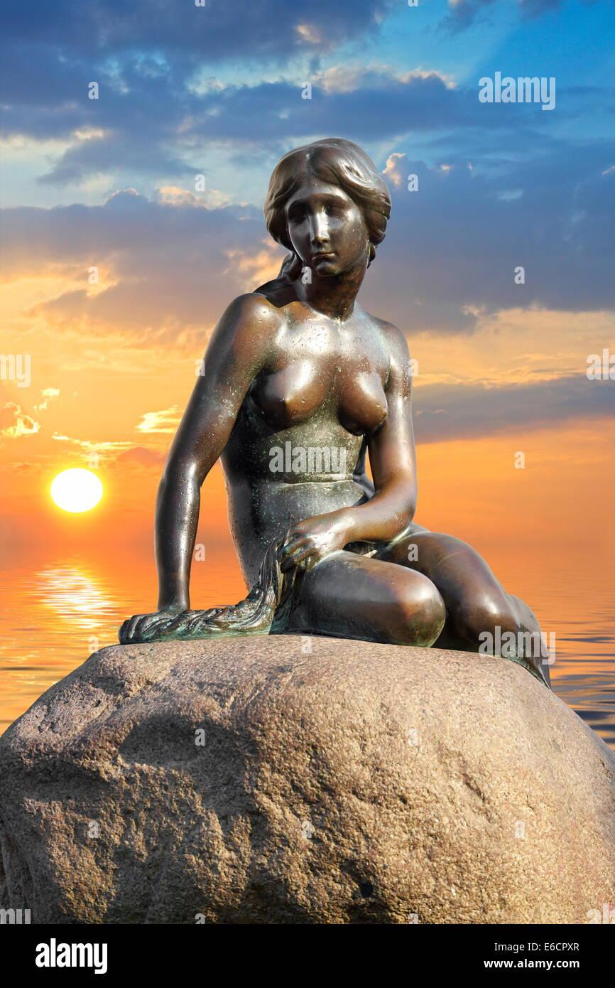 La statua della Sirenetta, Copenhagen, Danimarca Immagini Stock