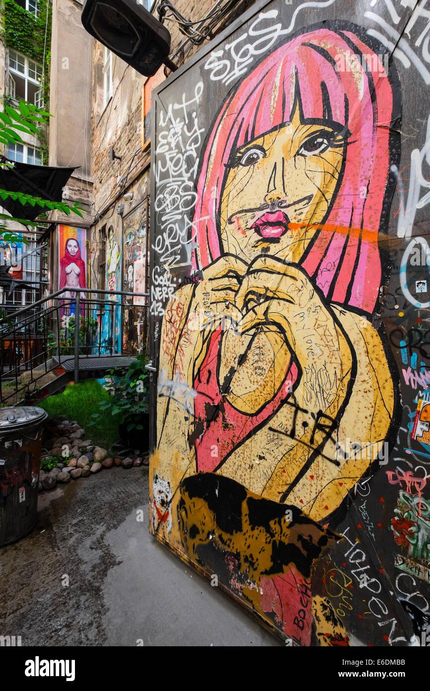 Arte di strada nel cortile off Rosenthaler Strasse in Mitte Berlino Germania Immagini Stock
