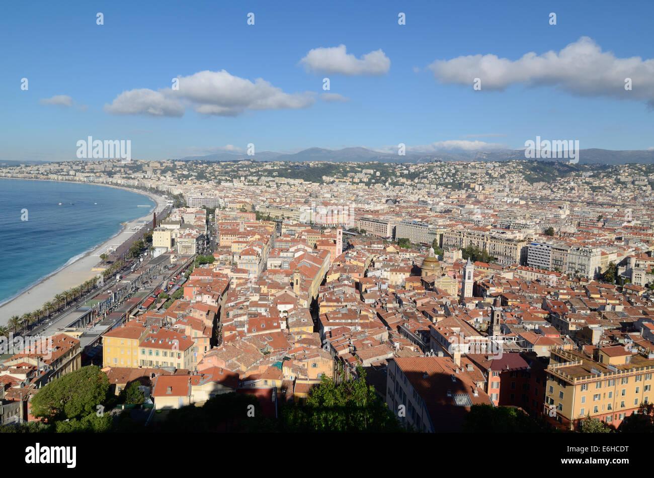 Vista panoramica sulla Promenade des Anglais e al centro storico di Nizza Alpi Marittime Francia Immagini Stock