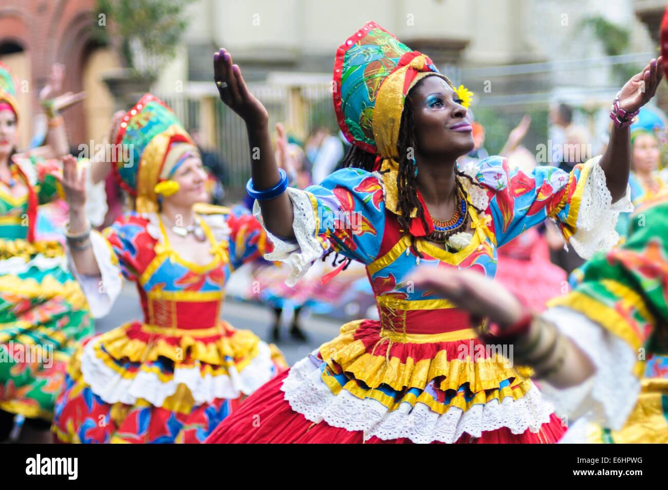 Carnevale di Notting Hill 2014, i bambini della giornata di domenica. I membri del gruppo di danza Mafua Maracatudo Immagini Stock
