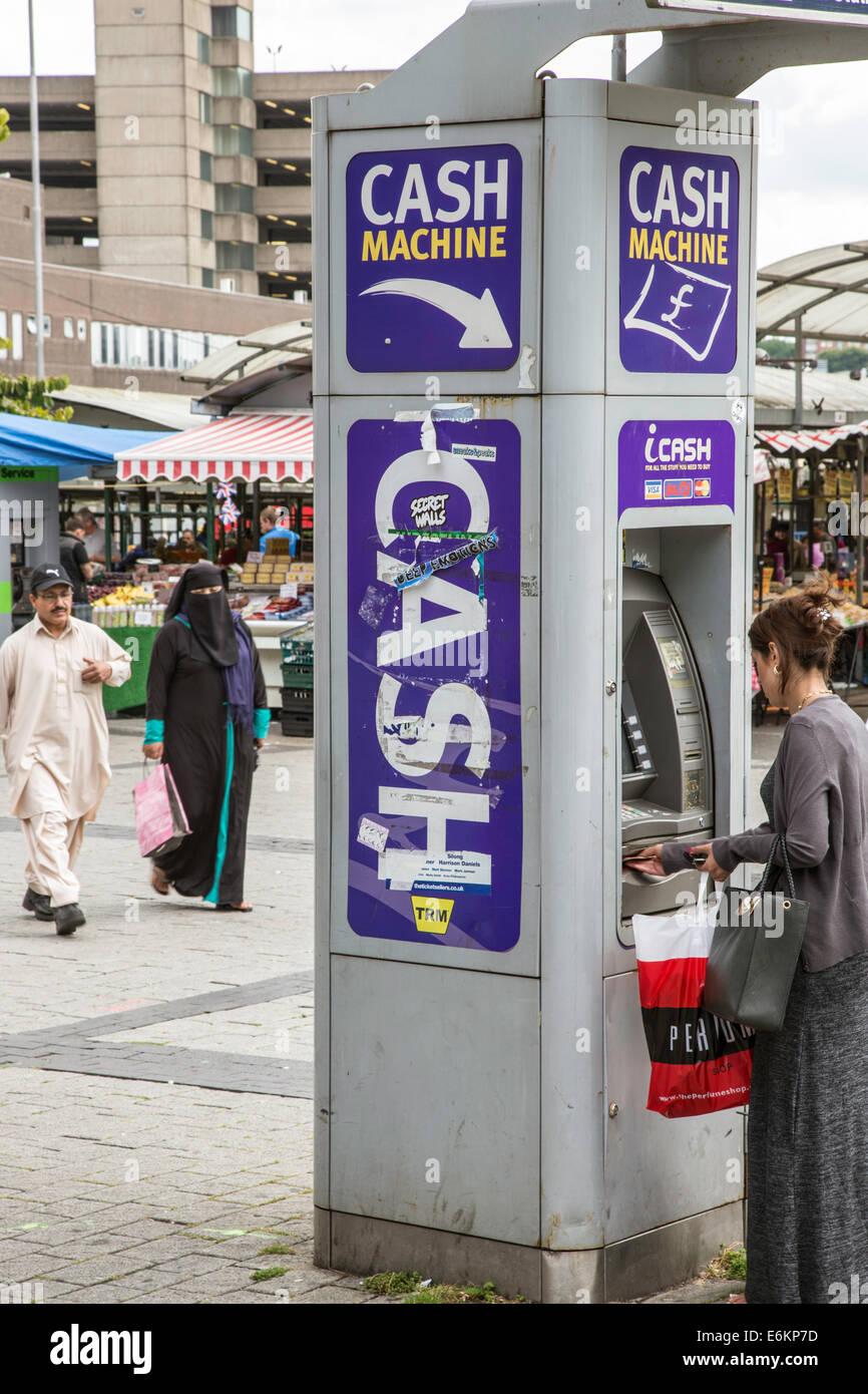 Centro citta' bancomat, England, Regno Unito Foto Stock