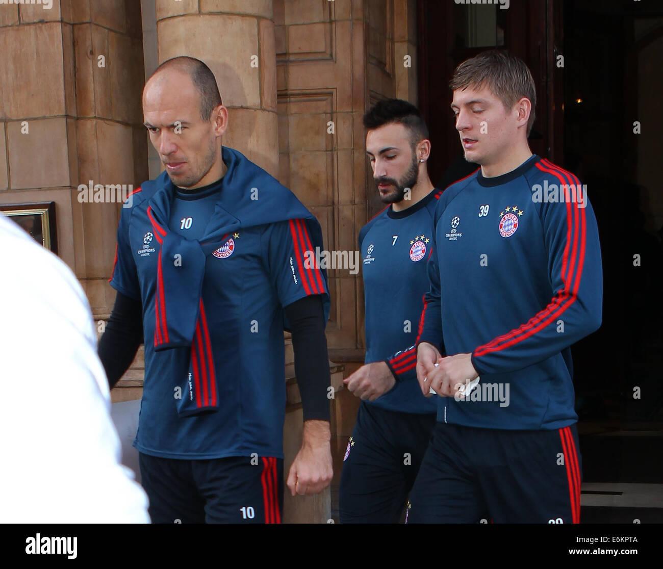 FC Bayern Monaco di Baviera lasciare il loro hotel di Londra per una sessione di formazione a QPR's Loftus Road Immagini Stock