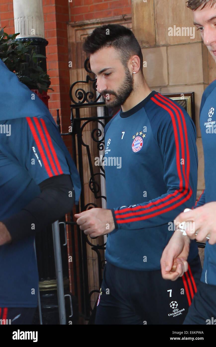 FC Bayern Monaco giocatore lascia il loro hotel di Londra per una sessione di formazione a QPR's Loftus Road Immagini Stock
