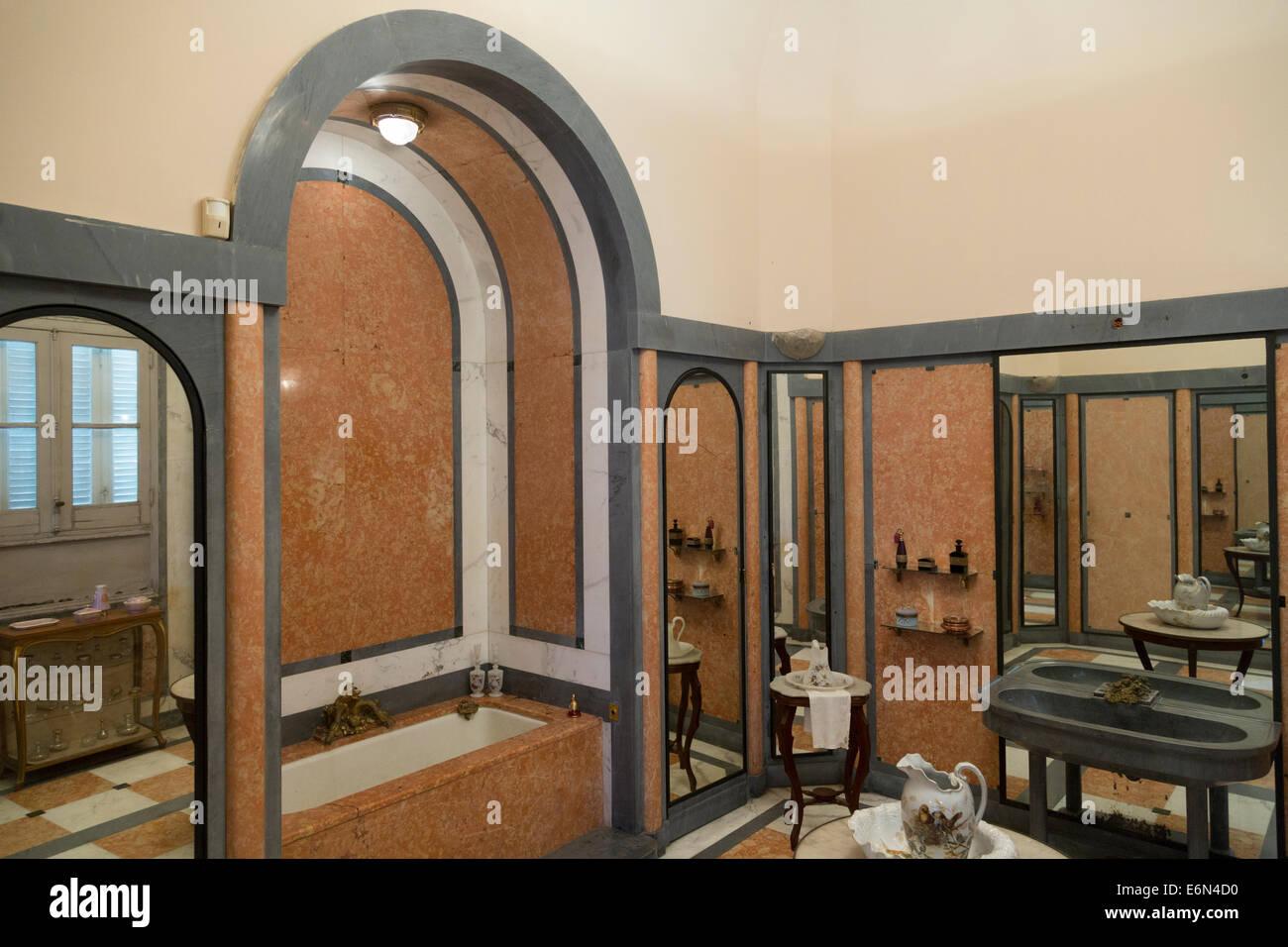 Stile art deco bagno, Museo di Arti Decorative, Havana, Cuba Immagini Stock