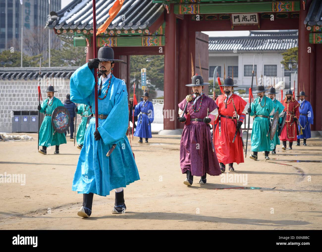 Cambio della guardia reale presso il Palazzo Gyeongbokgung a Seul, in Corea del Sud. Immagini Stock