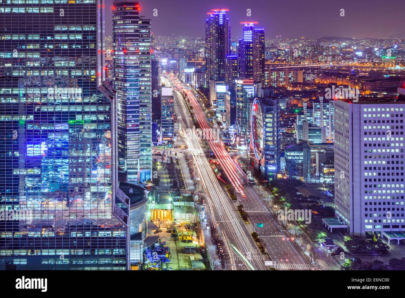 Seoul, Corea del Sud paesaggio urbano di quartiere Teheranno di notte. Immagini Stock