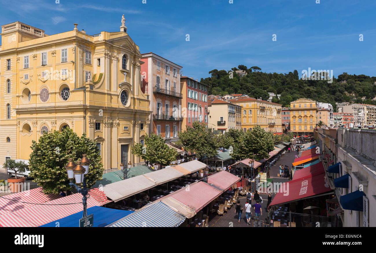 Nizza, Provenza, in Francia, in Europa - di vivaci ristoranti sono Architettura in Città Vecchia Foto Stock
