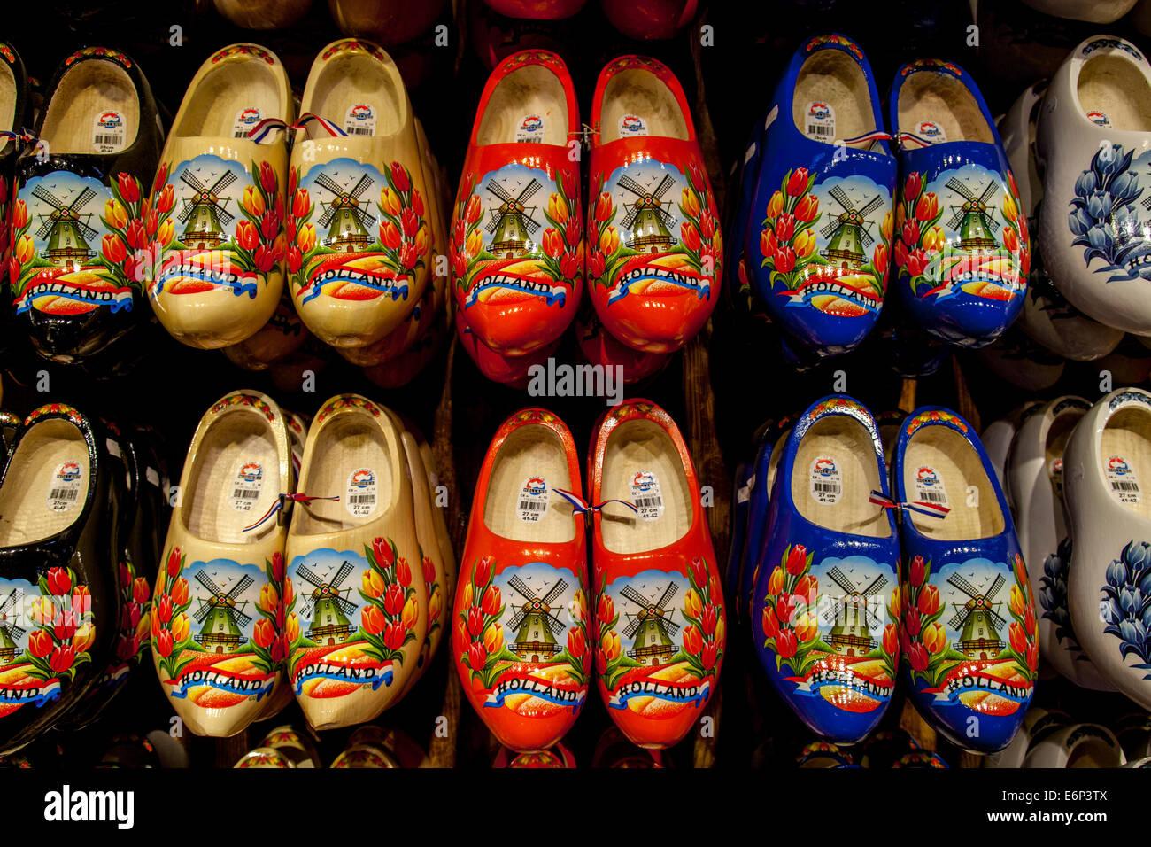Tradizionali zoccoli olandesi per la vendita, Zaanse Schans, Amsterdam, Olanda Immagini Stock