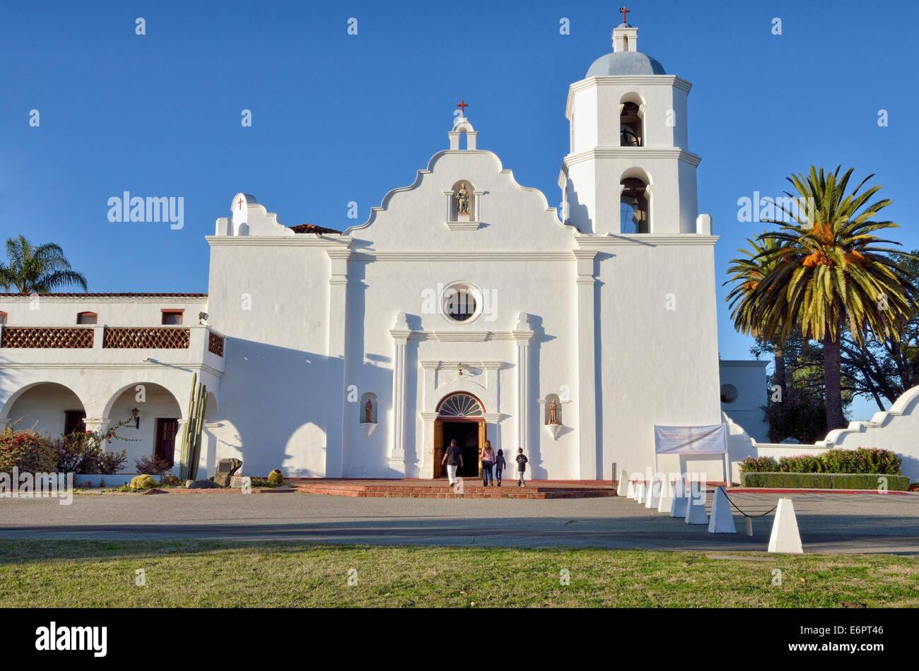 La missione di San Luis Rey de Francia, facciata con una torre campanaria, Oceanside, California, Stati Uniti d'America Immagini Stock