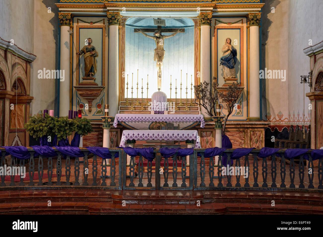 Altare maggiore, la Missione di San Luis Rey de Francia, Oceanside, California, Stati Uniti d'America Immagini Stock