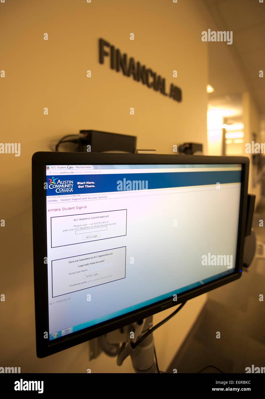 Computer impostato in ufficio business di Austin Community College campus per gli studenti di applicare online per Immagini Stock