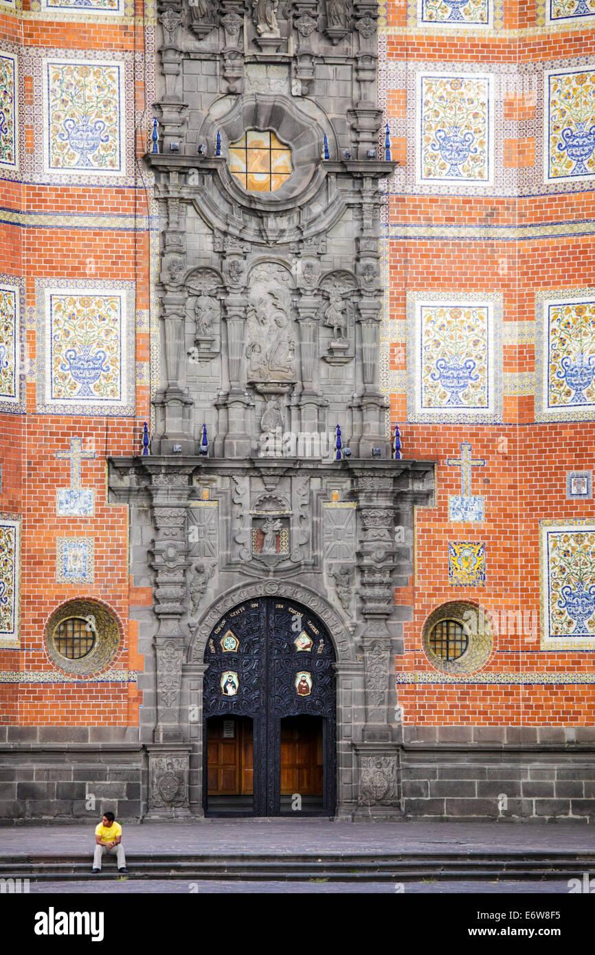 Piastrella decora la facciata del tempio di san francisco a Puebla, in Messico. Immagini Stock
