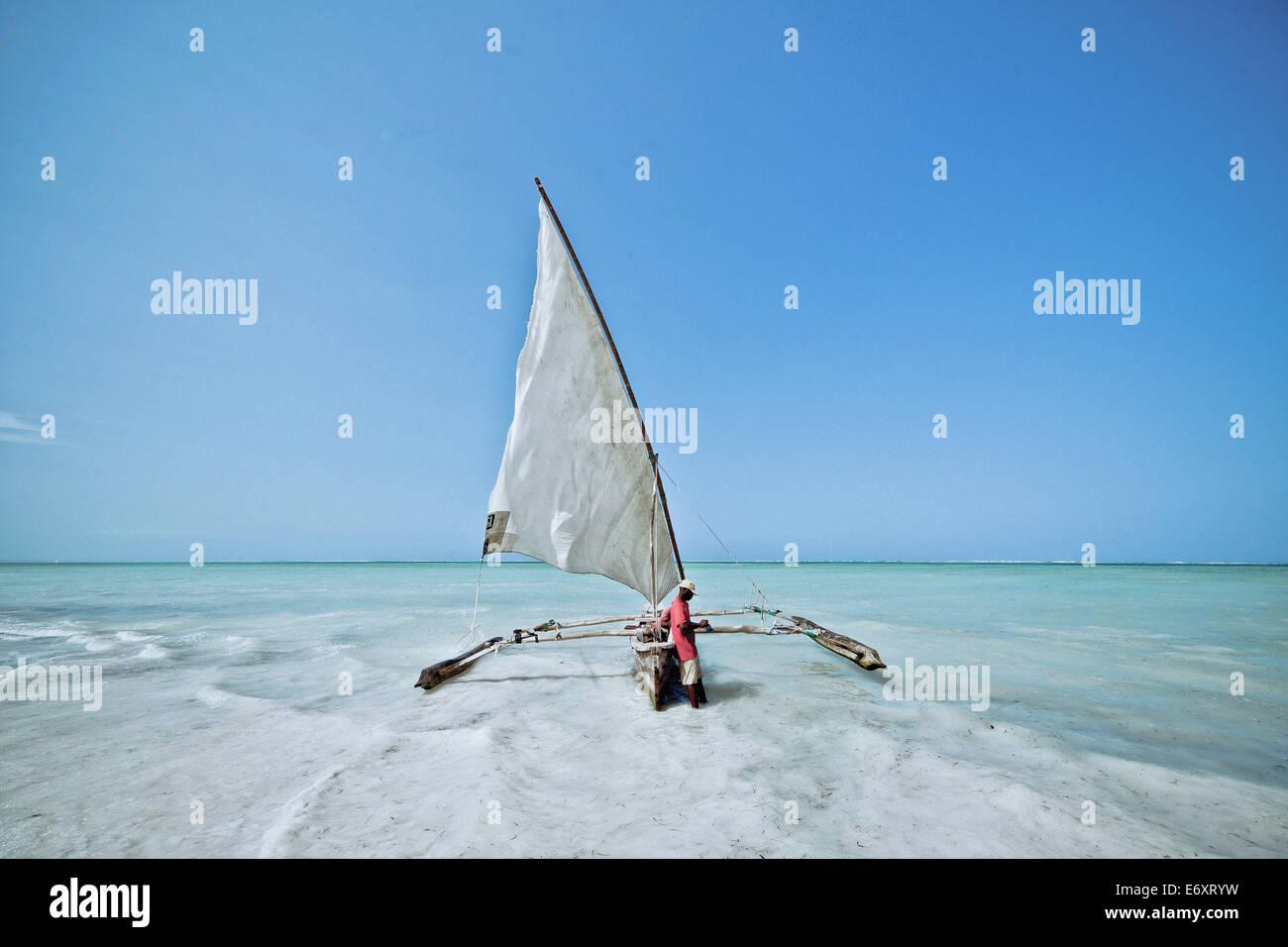 Dhow tradizionale barca a vela, Zanzibar, Tanzania Africa Immagini Stock