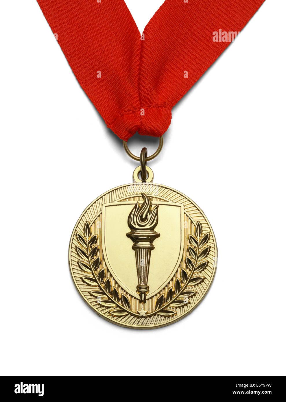 Medaglia d'oro con torcia e nastro rosso isolato su sfondo bianco. Immagini Stock