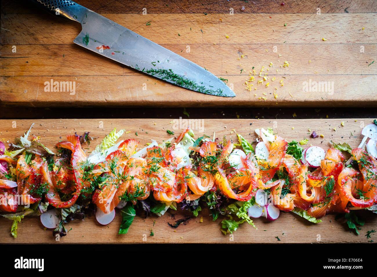 Salmone Gravlax insalata, still life Immagini Stock