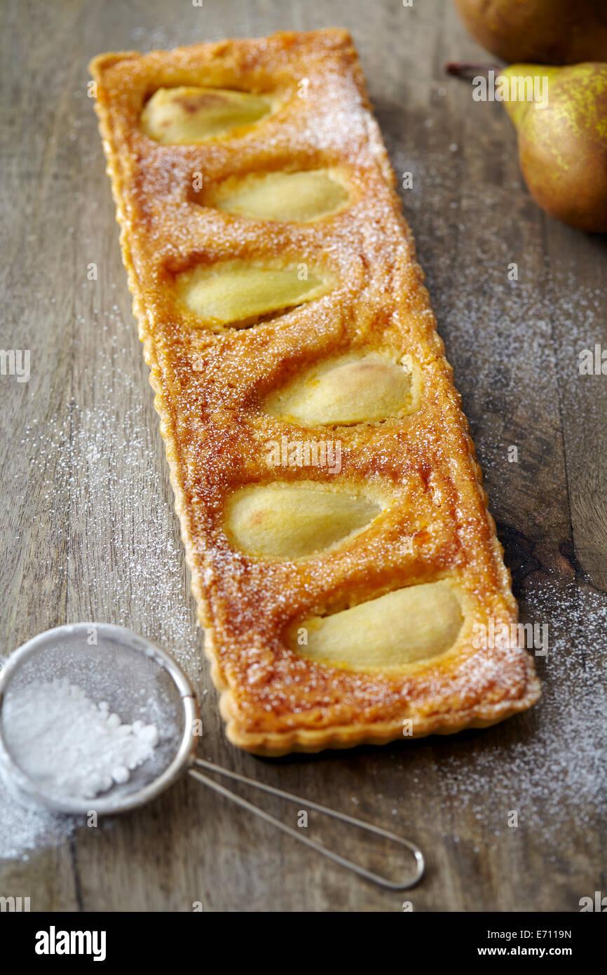 Crostata di pere spolverati con zucchero a velo Immagini Stock