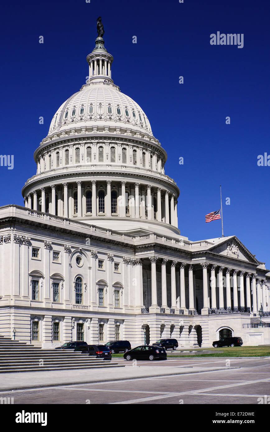 Stati Uniti d'America, Washington DC, Capitol Building vista angolare della sezione centrale con la cupola e Immagini Stock