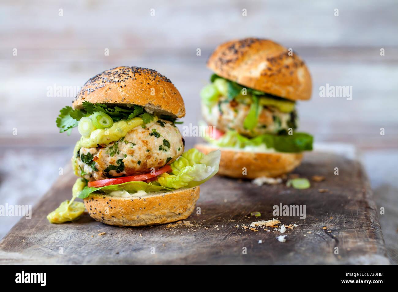 La Turchia burger con avocado Immagini Stock