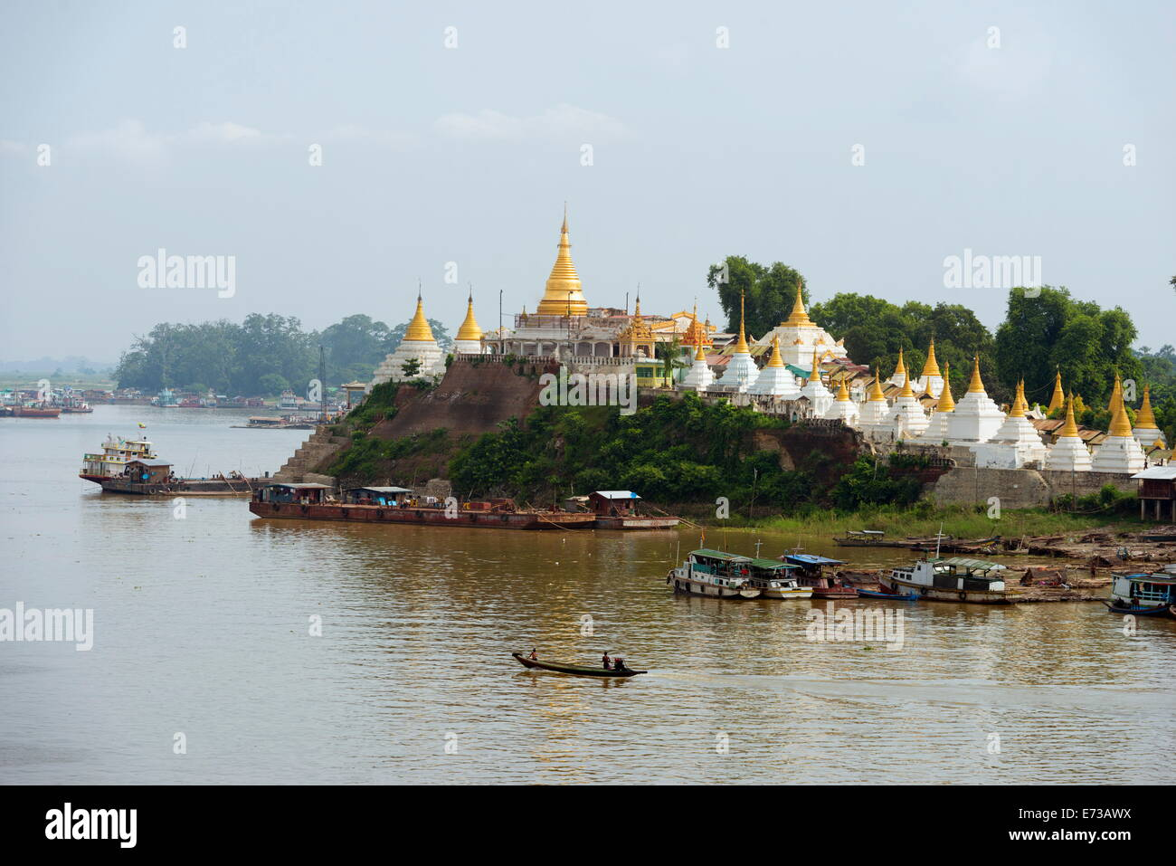 Shwe Kyet ancora il tempio e Ayeyarwady Irrawaddy (Fiume), Mandalay Myanmar (Birmania), Asia Immagini Stock