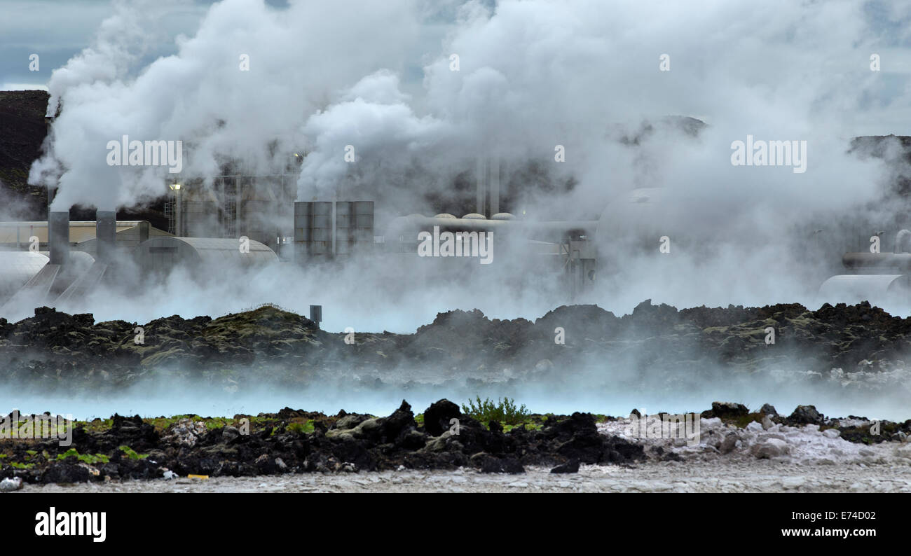 Stazione Elettrica Geotermica Svartsengi nella laguna blu Islanda Immagini Stock
