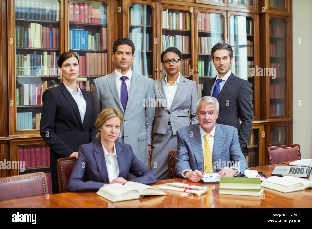 Gli avvocati insieme nelle camere Immagini Stock