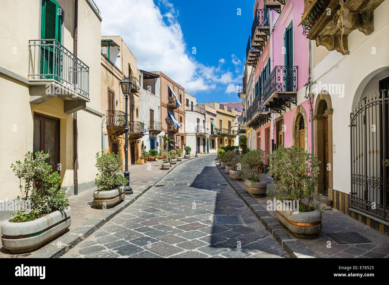 Lipari colorato stradine della città vecchia Immagini Stock