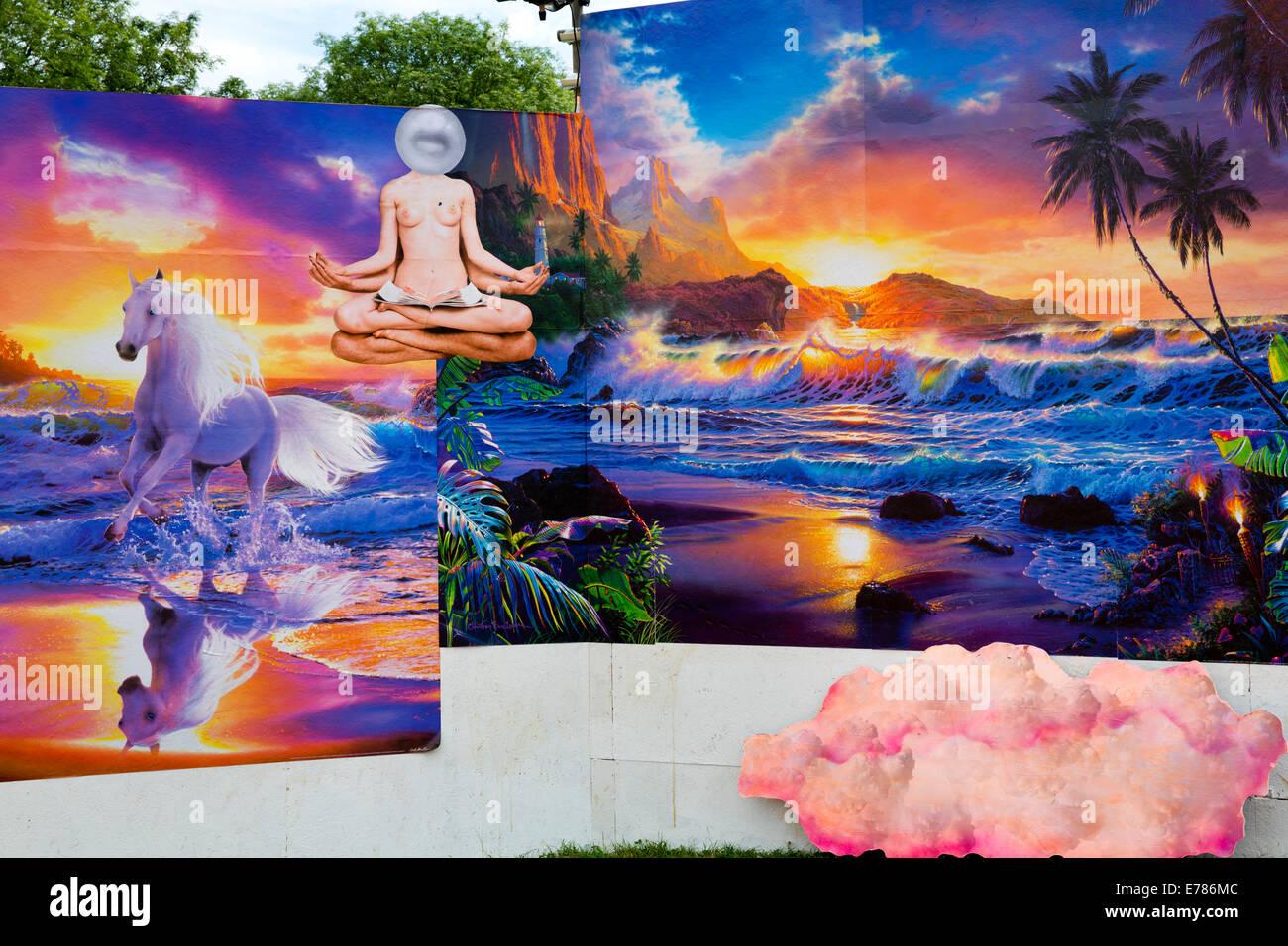 Glastonbury Festival 2014. Unicorns incollato sulle pareti di grafica da link tempo libero nel campo Shangri-La Immagini Stock