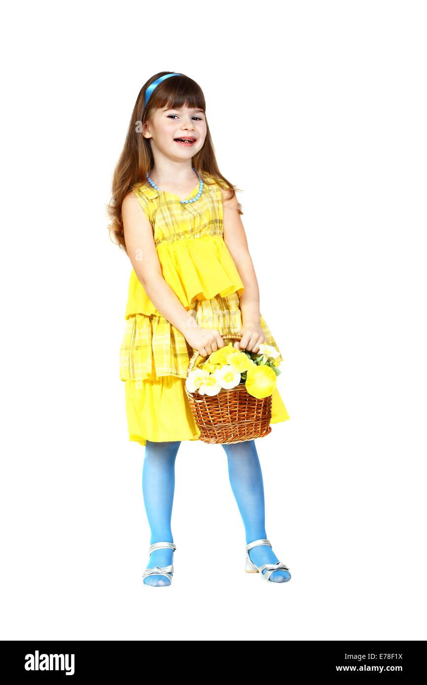 save off 6b06c da3e9 Carino bambina in abito giallo e blu con cesto fiorito in ...