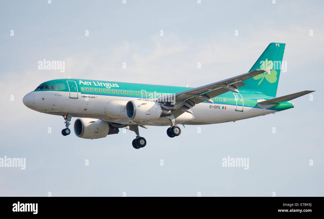 "Aer Lingus Airbus A319 EI-EPS venuta in terra all'aeroporto di Londra-Heathrow"" LHR Immagini Stock"