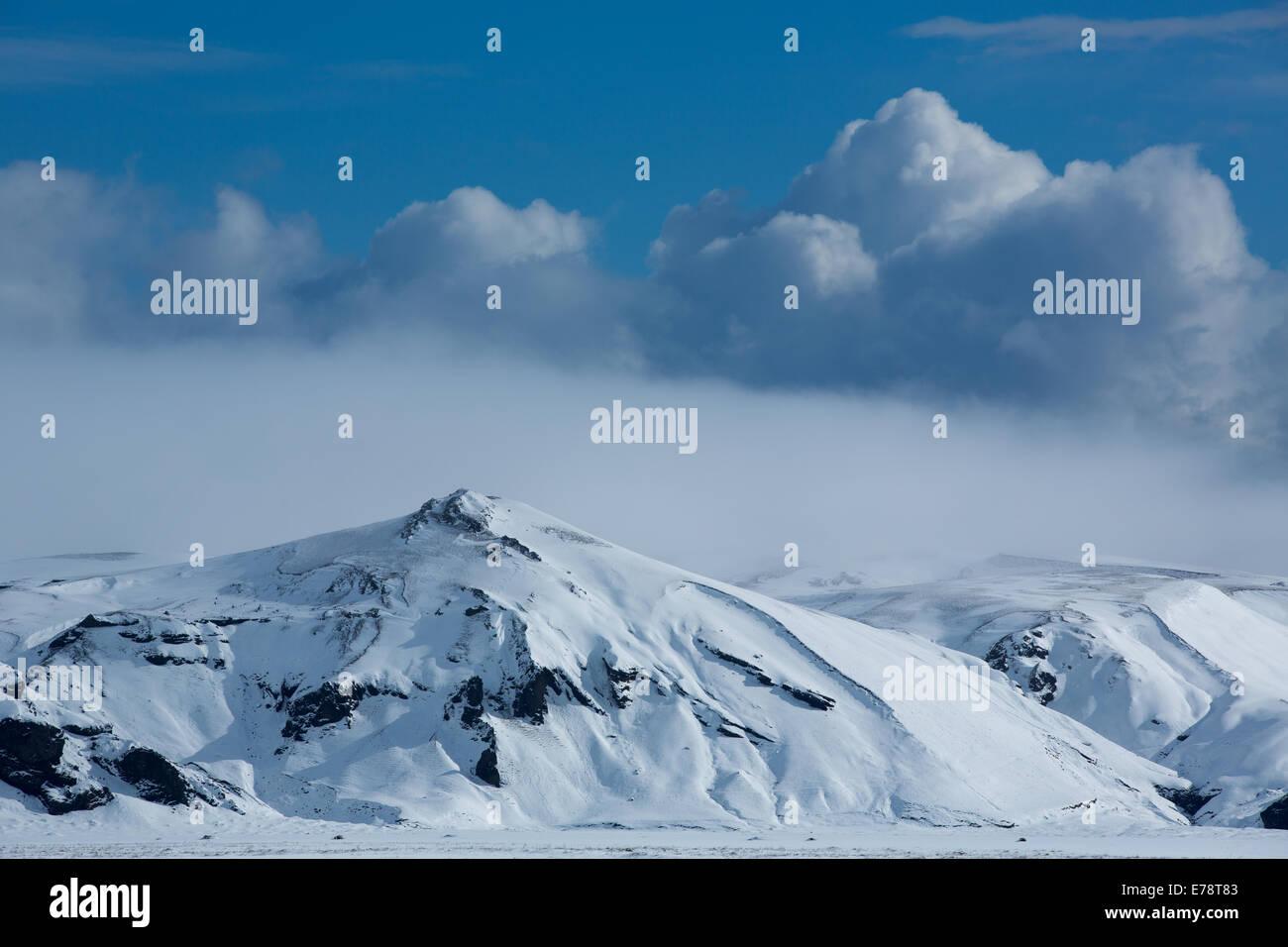 Harfursey nella neve, Myrdalssandur, sud dell'Islanda Foto Stock