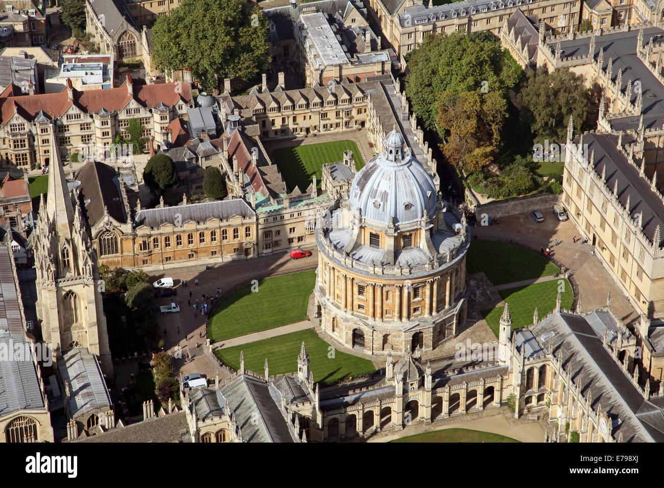 Vista aerea del centro di Oxford con Collegi Universitari e la Libreria di Bodleian prominente Immagini Stock