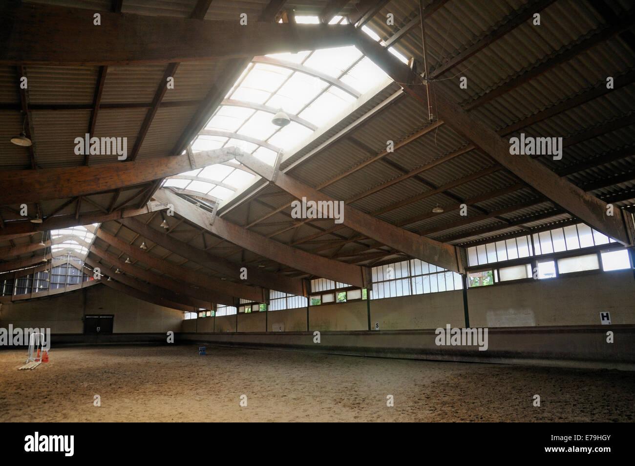 Svuotare piscina equitazione area in corrispondenza di una scuola di equitazione Immagini Stock