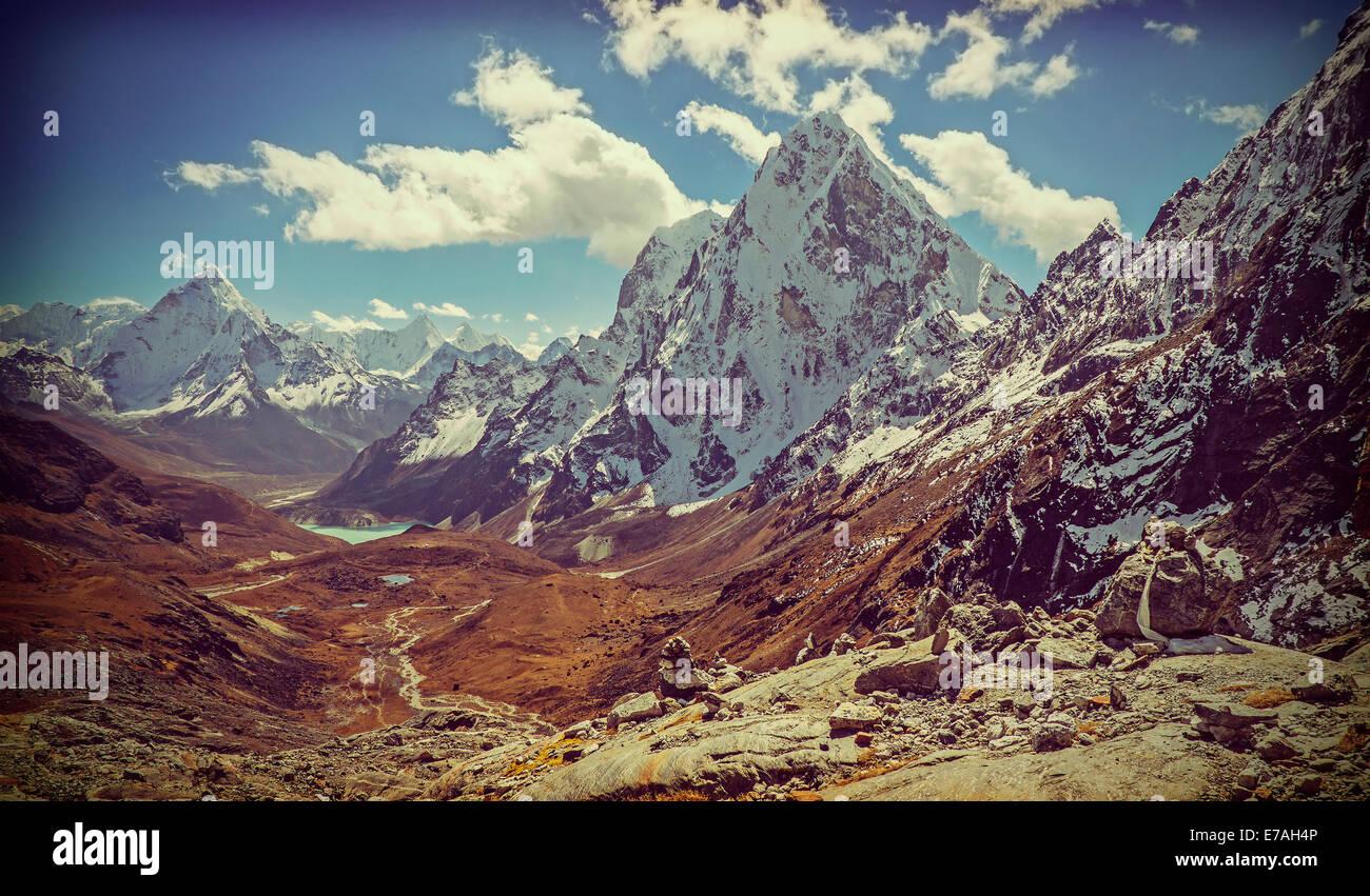Retro Vintage immagine filtrata del Himalaya Montagne Paesaggio, Nepal. Immagini Stock