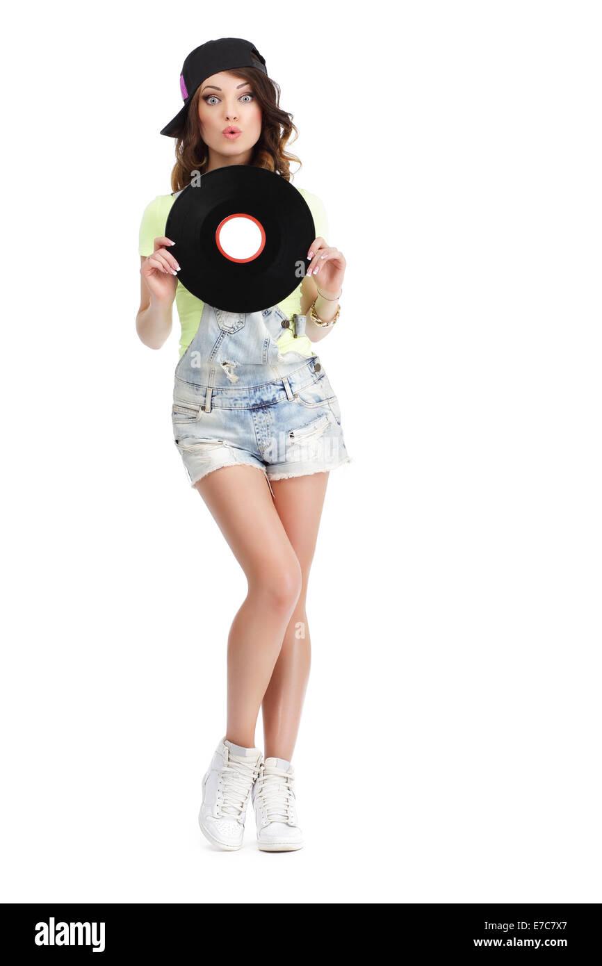 Carino giovane donna in jeans corti azienda Record di vinile Immagini Stock