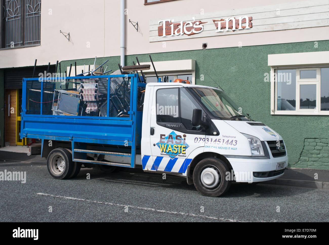 Easi Rifiuti, rifiuti con licenza gestore del carrello, le protezioni del nord, nord-est, England, Regno Unito Immagini Stock