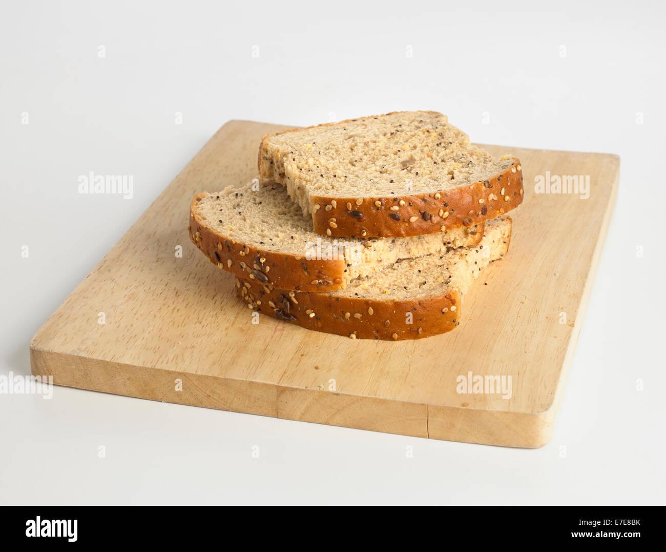 Tre fette di pane seminate su breadboard Immagini Stock
