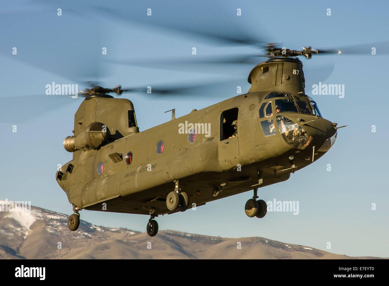 Elicottero Ch : Un nevada national guard ch elicottero chinook si toglie dal