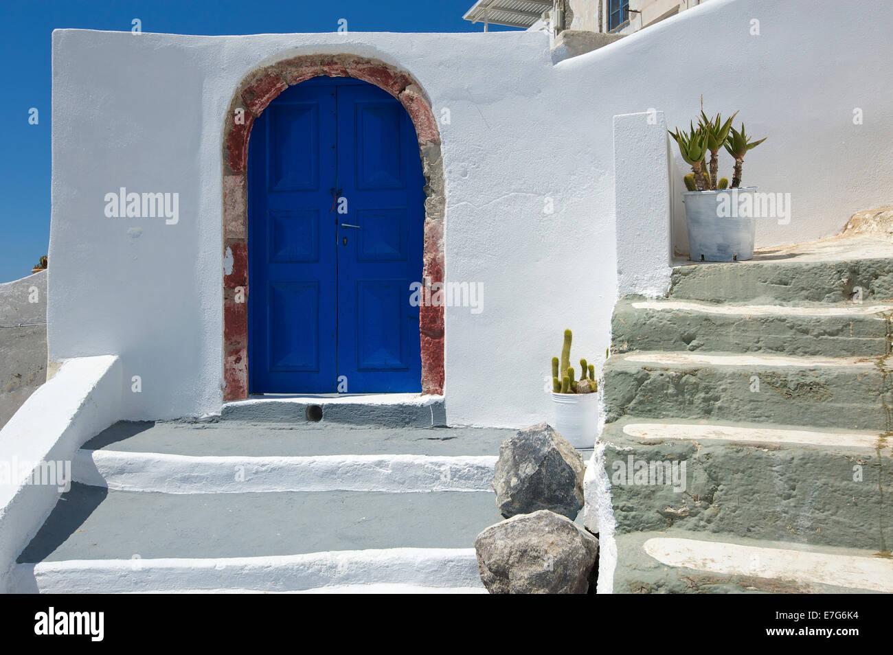 Il Blue Door, Thira, Santorini, Cicladi Grecia Immagini Stock