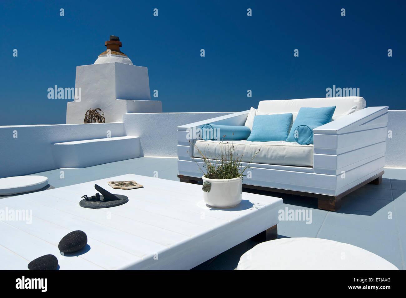 Mobili per sedersi su un patio, Imerovigli, Santorini, Cicladi Grecia Immagini Stock
