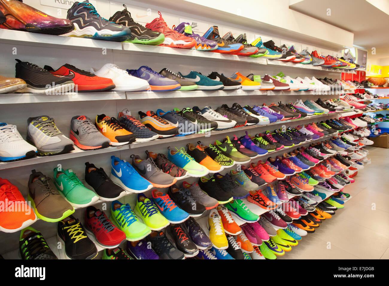 buy popular 86318 7d9fc Asia, Cina, Hong Kong, Hong Kong Kowloon, Mongkok, Sneakers ...