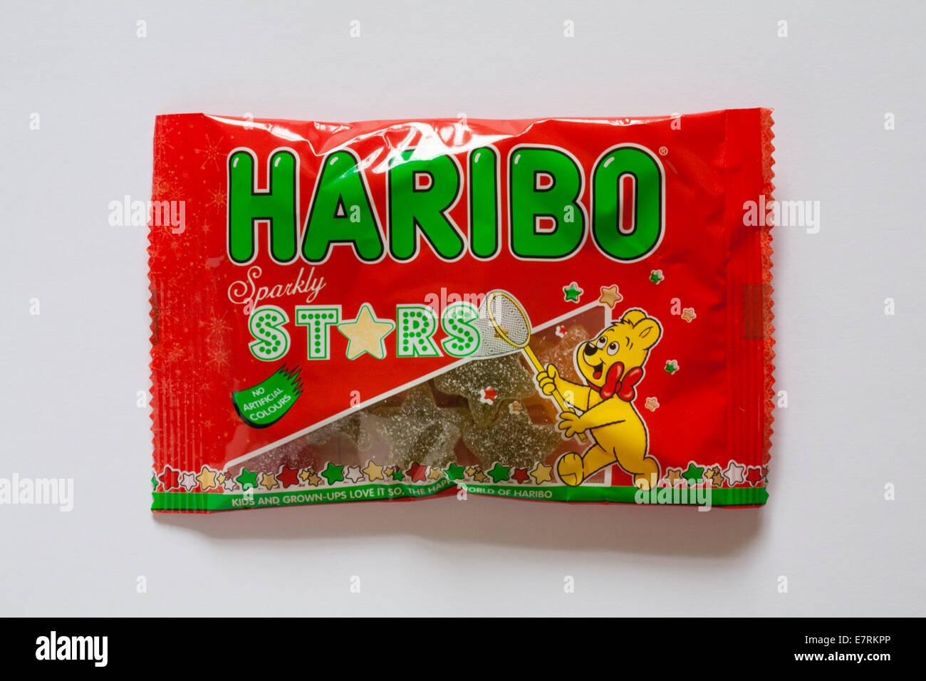 Pacchetto di Haribo stelle scintillanti isolati su sfondo bianco Immagini Stock