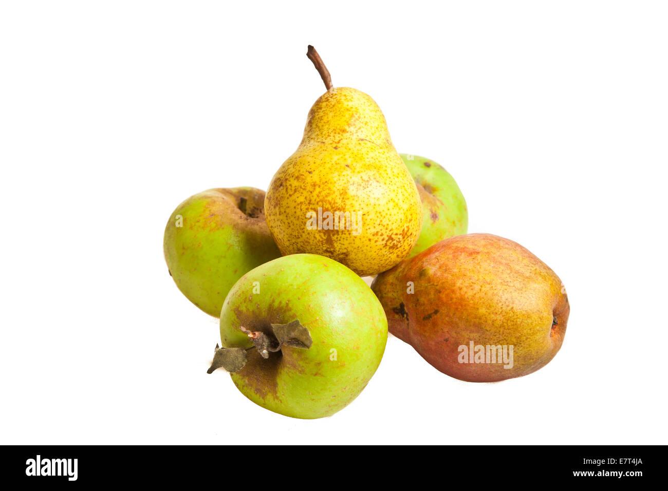 Verde biologico apple frutti isolati su sfondo bianco Immagini Stock