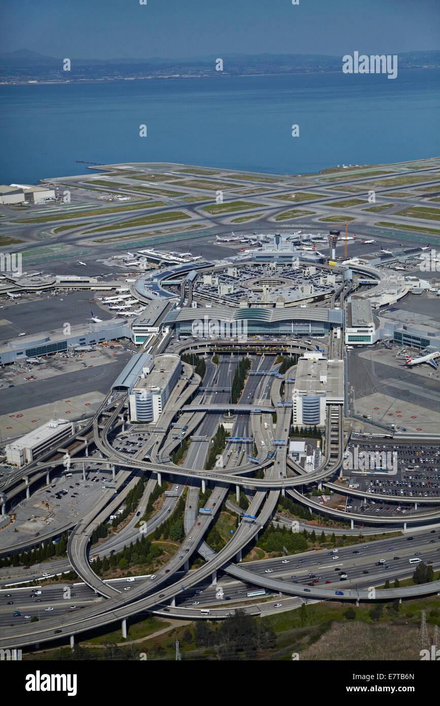 Bayshore Freeway interscambio e l'Aeroporto Internazionale di San Francisco, San Francisco, California, Stati Immagini Stock