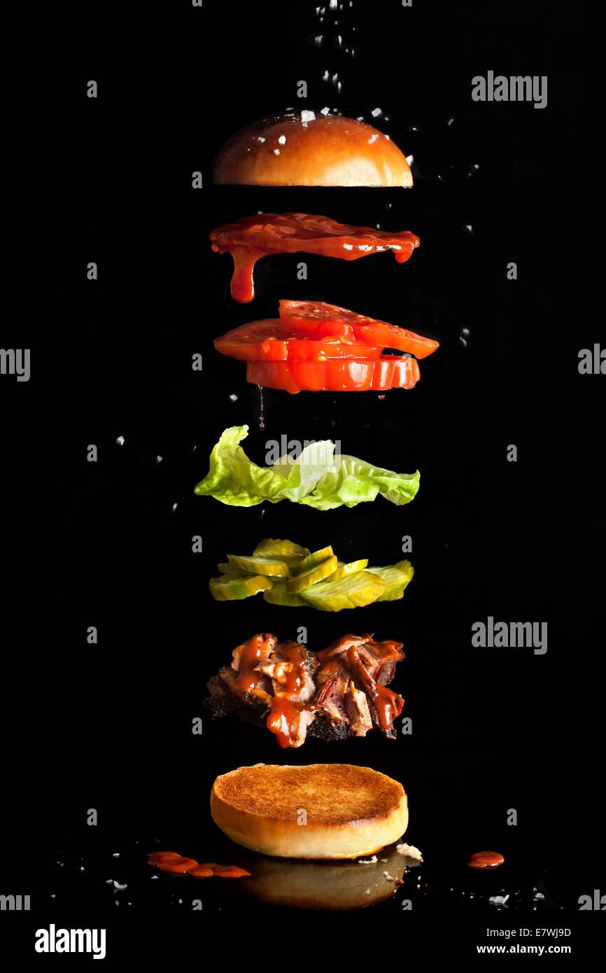 Ingredienti flottante di tirato un sandwich di maiale Immagini Stock