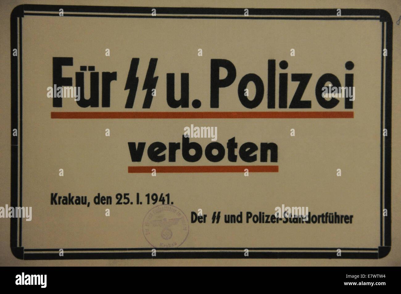 La Polonia. Cracovia. Cartello mettere in su in alcuni dei ristoranti di vietare i funzionari delle SS e della polizia Immagini Stock